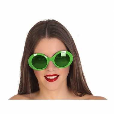 Carnavalskleding grote groene ronde verkleed zonnebril helmond