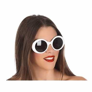 Carnavalskleding grote witte ronde verkleed zonnebril helmond