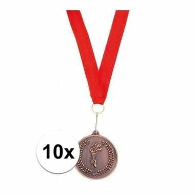 Carnavalskleding x bronzen medailles aan rood halslint helmond