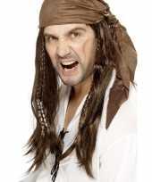 Carnavalskleding bruine lange piratenpruik heren helmond