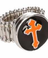 Carnavalskleding chunkring zilveren oranje kruis volwassenen helmond