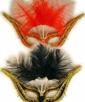 Carnavalskleding verschillende klereun oogmaskers veren helmond